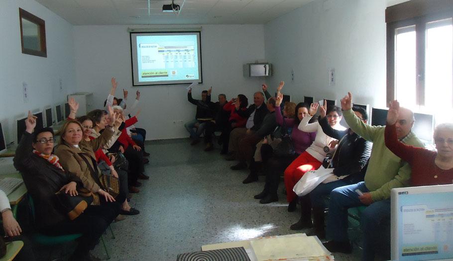 FACUA Huelva imparte en Aracena una jornada sobre suministros básicos