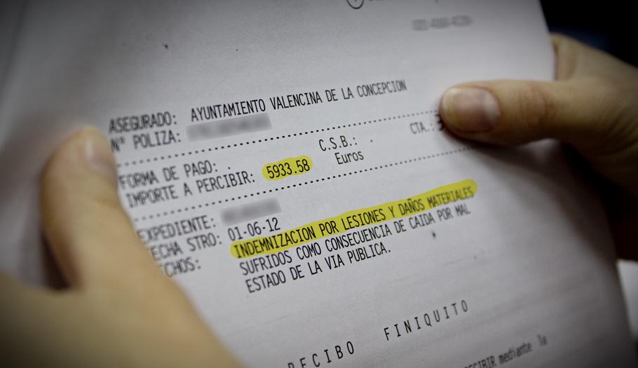 El consistorio sevillano de Valencina indemniza a un socio de FACUA con 6.000 euros al caerse en la calle