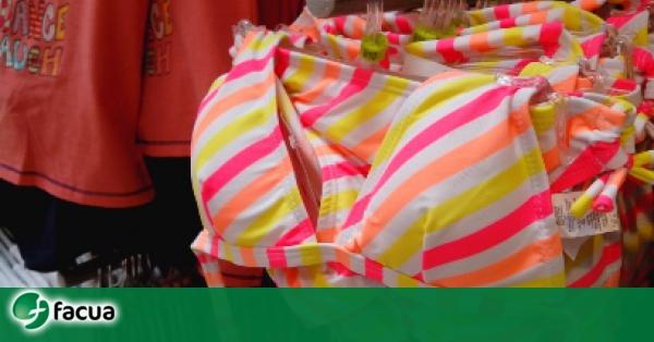 2b6f00a3851e FACUA exige a Carrefour que retire un bikini con relleno para niñas ...