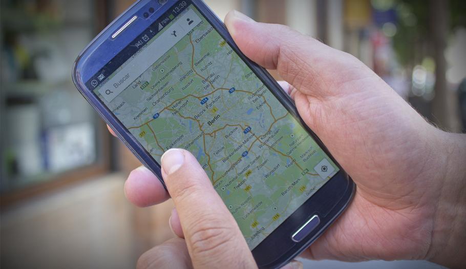 FACUA critica que el Gobierno se pliegue a las 'telecos' para evitar la eliminaci�n del 'roaming'