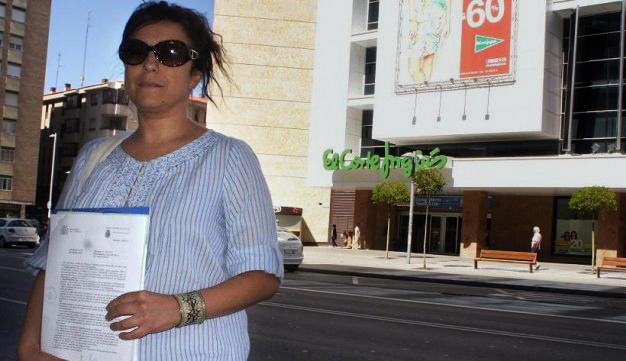 Denuncia a El Corte Inglés por obligarla ilegalmente a desnudarse tras una falsa acusación de robo