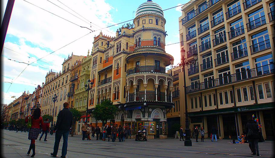 FACUA Sevilla se opone a la ampliación del horario comercial para grandes superficies en zonas turísticas