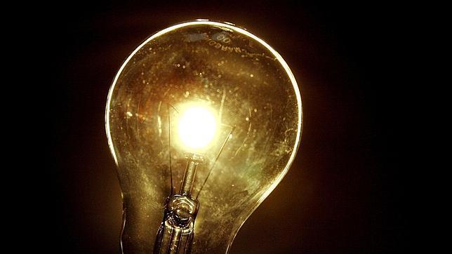 La luz sufre en enero una subida interanual del 17,7%, según un análisis de FACUA