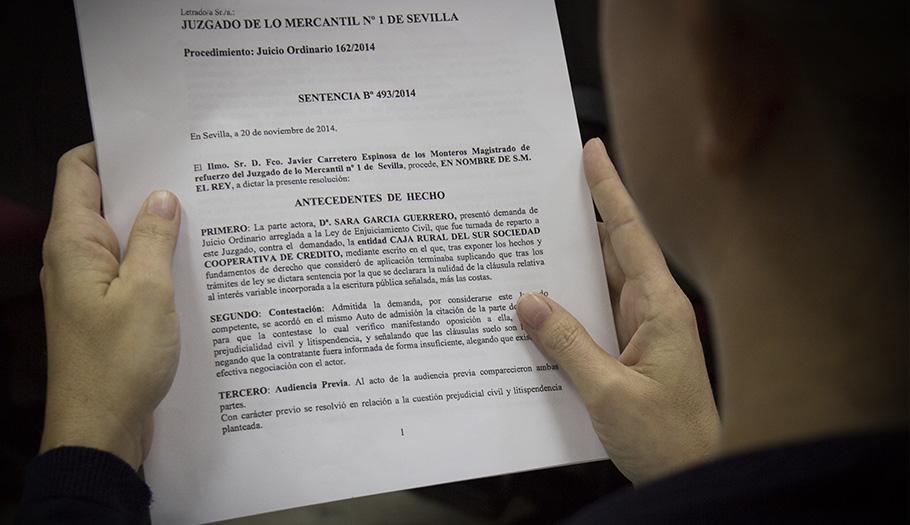 Caja Rural del Sur, condenada a devolver lo cobrado por la cláusula suelo a una socia de FACUA Sevilla