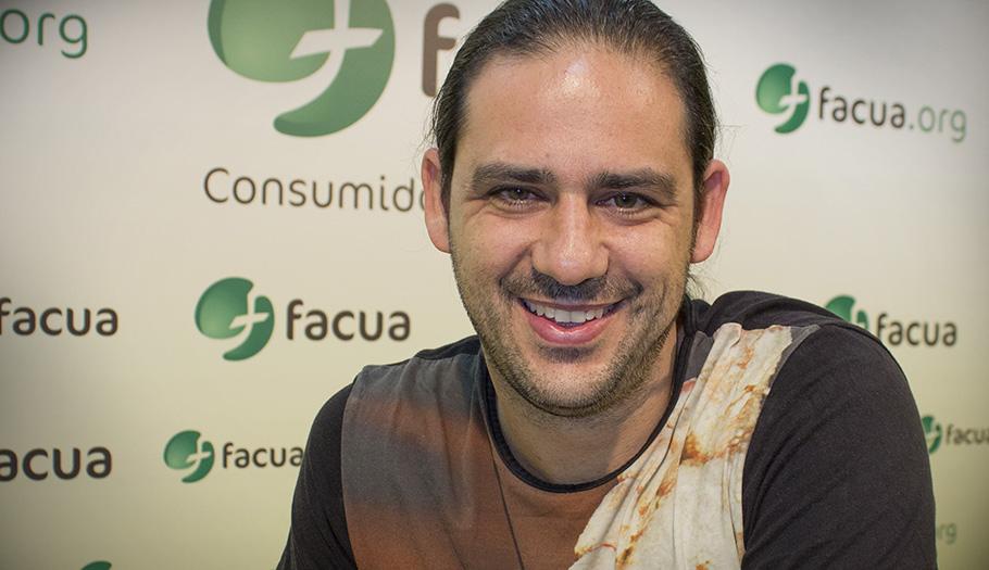 Reconocimiento por su labor como voluntario a Jordi Castilla, directivo de FACUA Sevilla