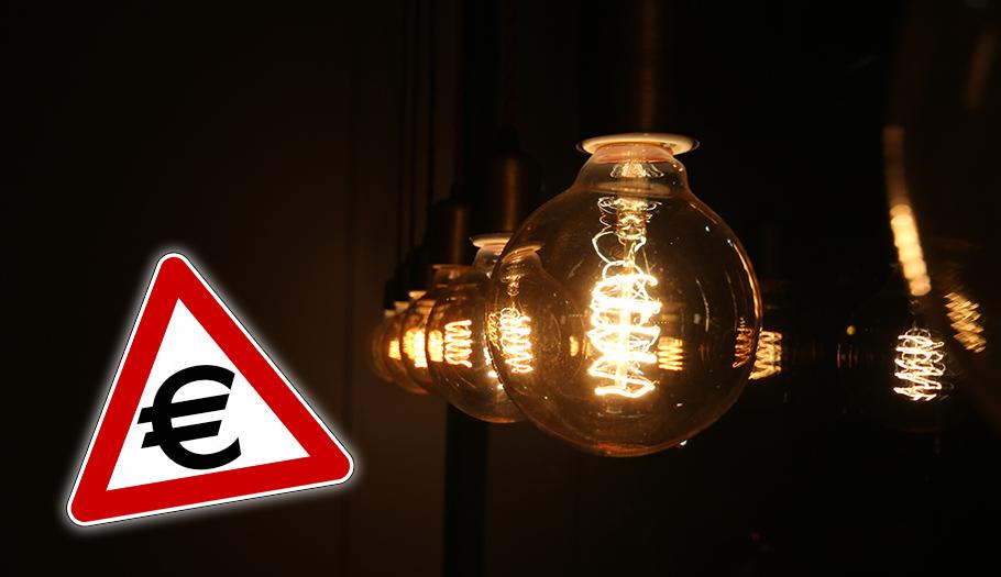 Los supuestos descuentos que ofertan las eléctricas pueden encarecer el recibo hasta un 12%, alerta FACUA