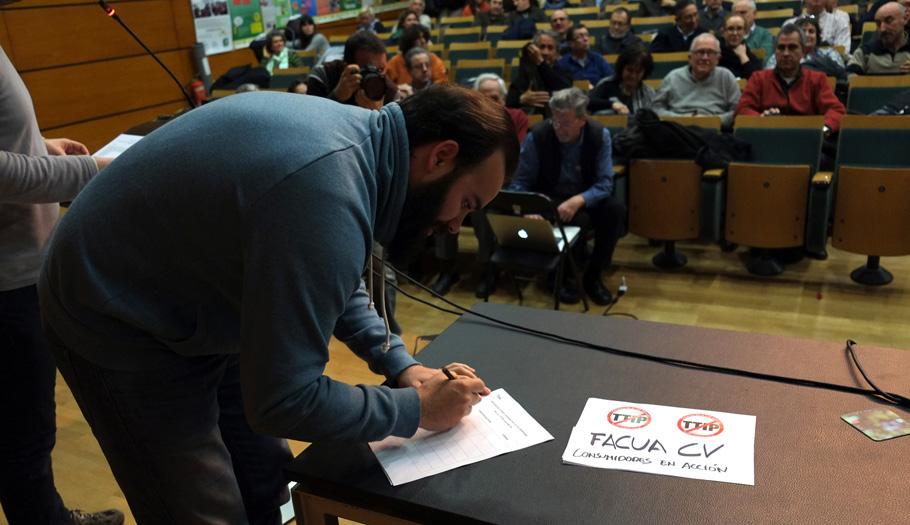 FACUA Comunidad Valenciana se adhiere en Valencia a la Campa�a No al TTIP