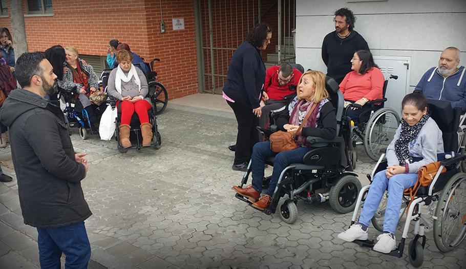 FACUA Sevilla muestra su apoyo al centro de discapacitados de Canf-Cocemfe y exige soluciones a la Junta