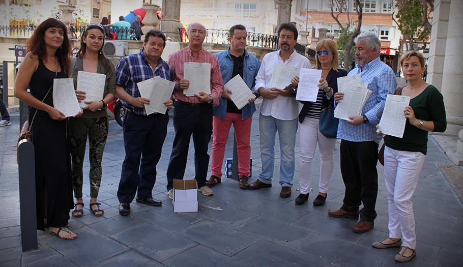 Organizaciones sociales y sindicatos entregan en Almería las firmas por una renta básica de inclusión