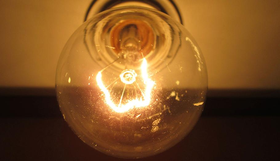La subida interanual de la luz se sitúa en el 4,3% tras bajar dos puntos en mayo