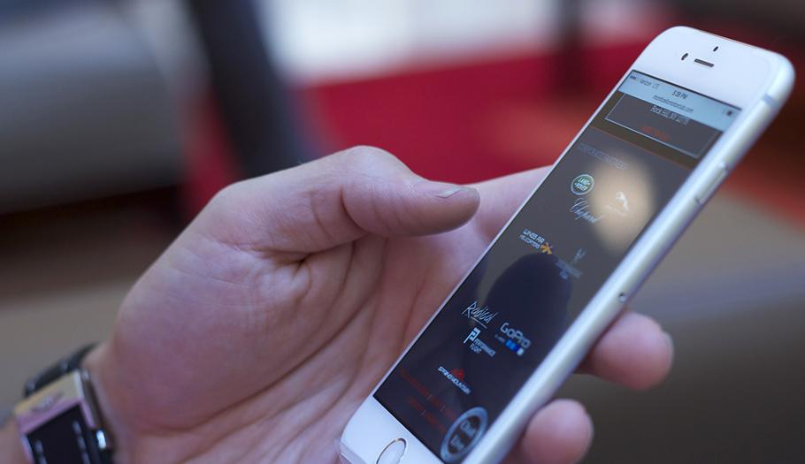 Condenan a una pareja en Málaga por falsificar contratos de telefonía para obtener móviles y revenderlos