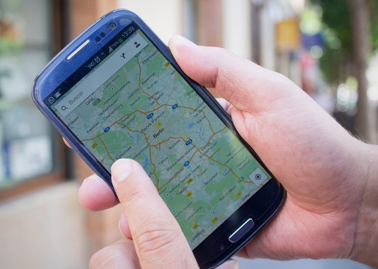 FACUA critica que la Comisión Europea dé seis meses más a las 'telecos' para seguir cobrando el 'roaming'