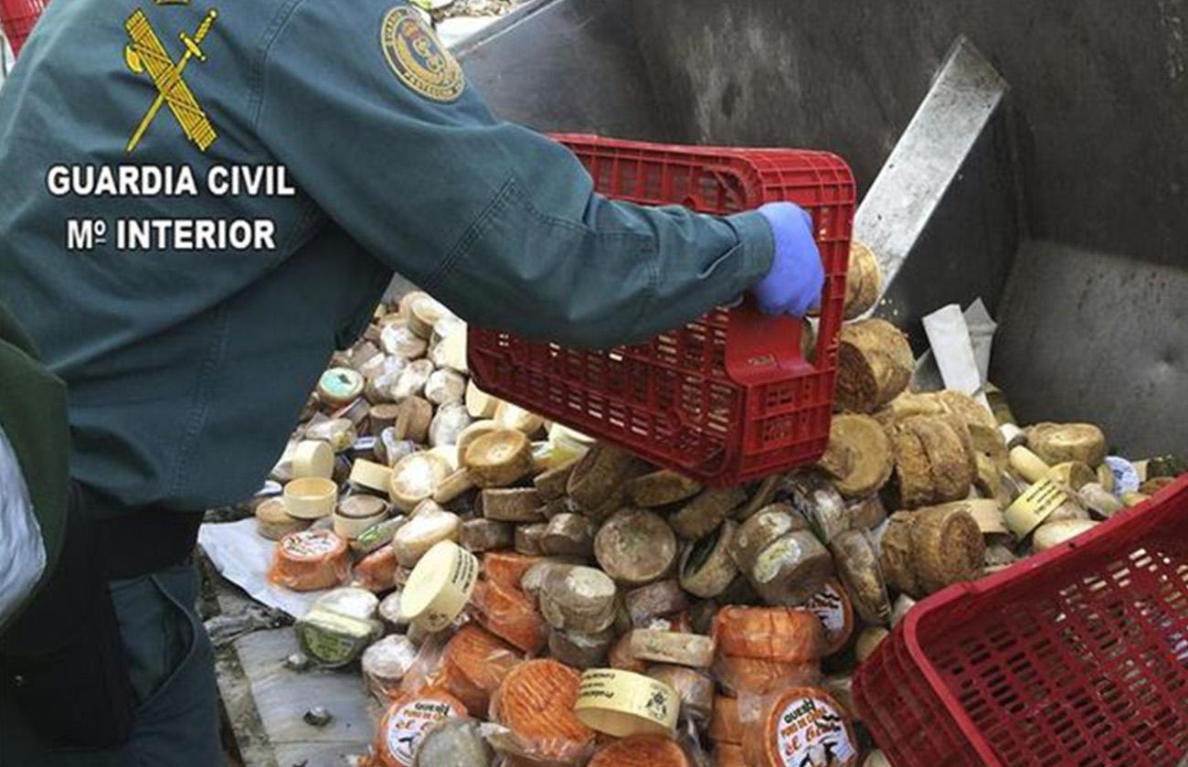 Tres detenidos en Casar de Cáceres por fraude alimentario y 3.000 kilos de queso destruidos