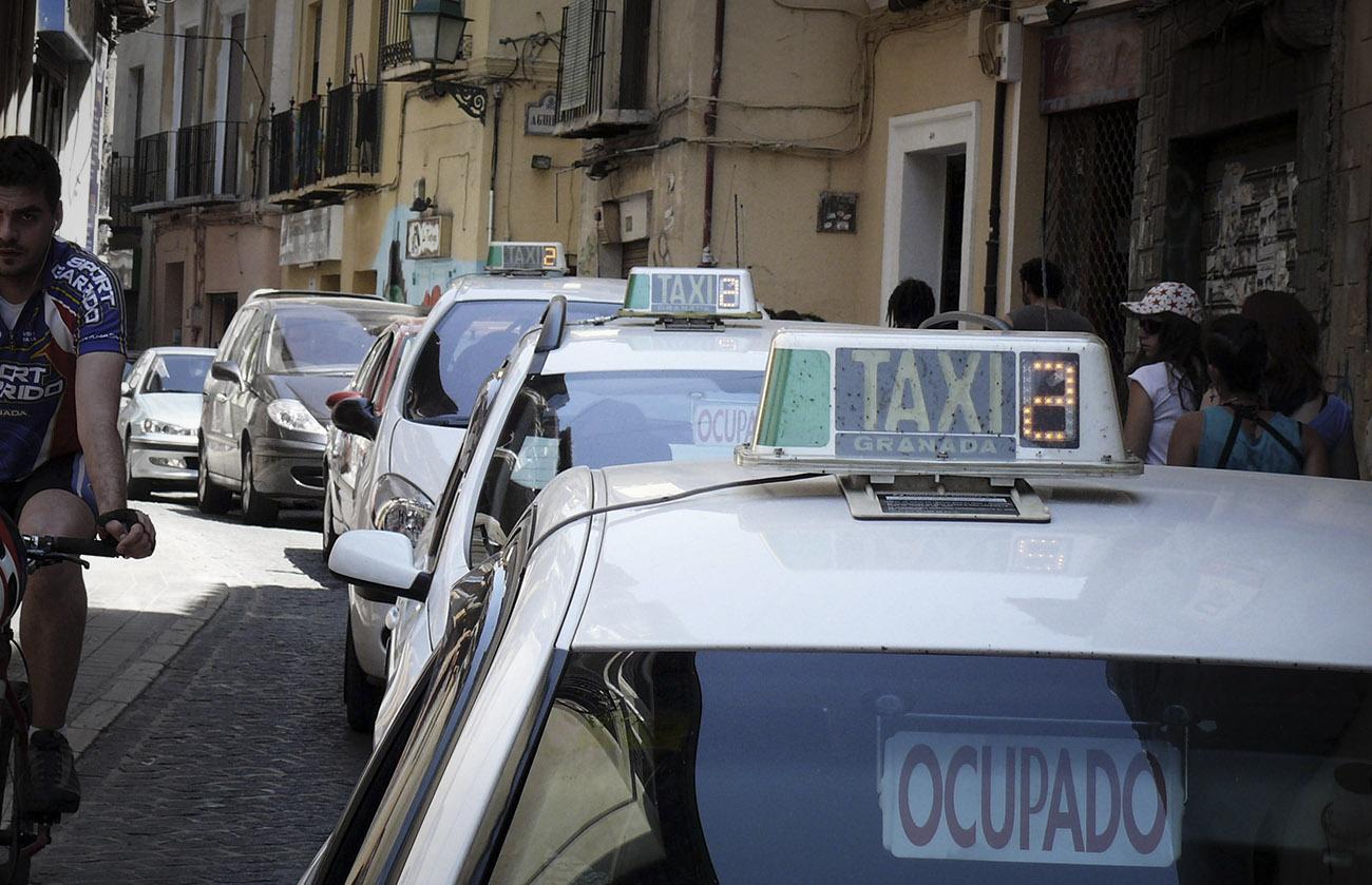 FACUA Granada critica la falta de participación de los consumidores en la ordenanza del taxi de la capital