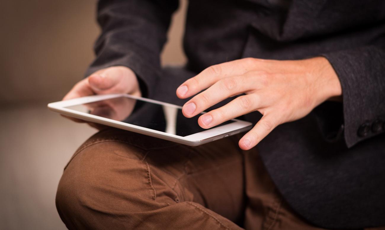 FACUA consigue que Apple reponga a un usuario un iPad estropeado que compró en el extranjero