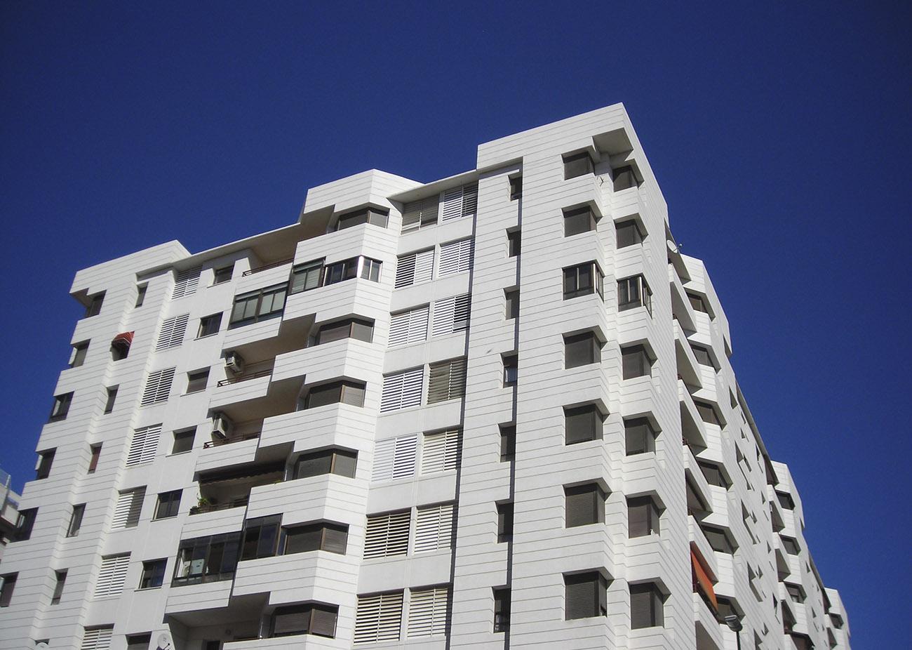 Un juzgado de Barcelona avala las multas a los bancos por mantener pisos vacíos