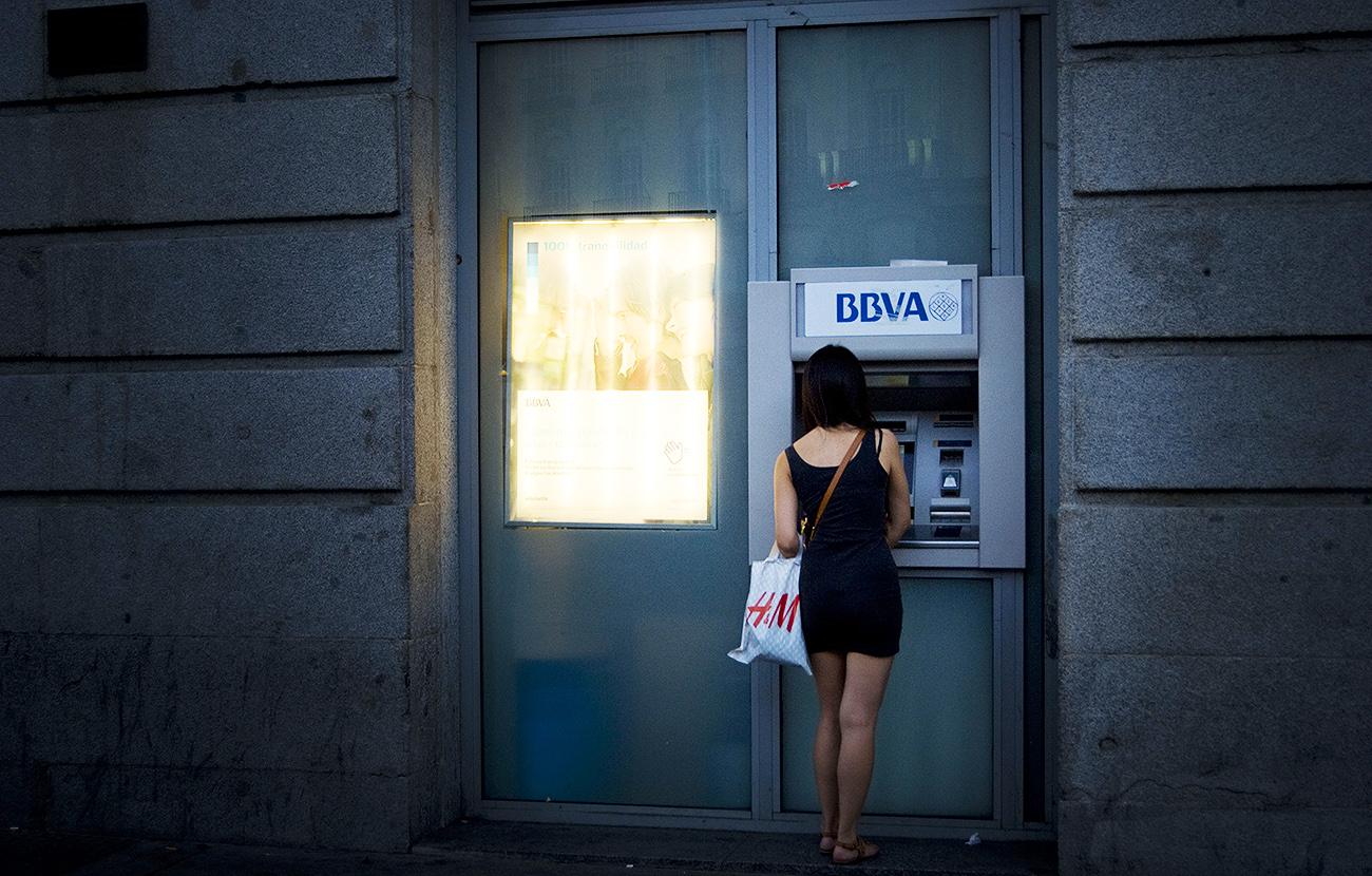 FACUA reclama al Banco de España multas por el cobro de doble comisión al sacar dinero de los cajeros