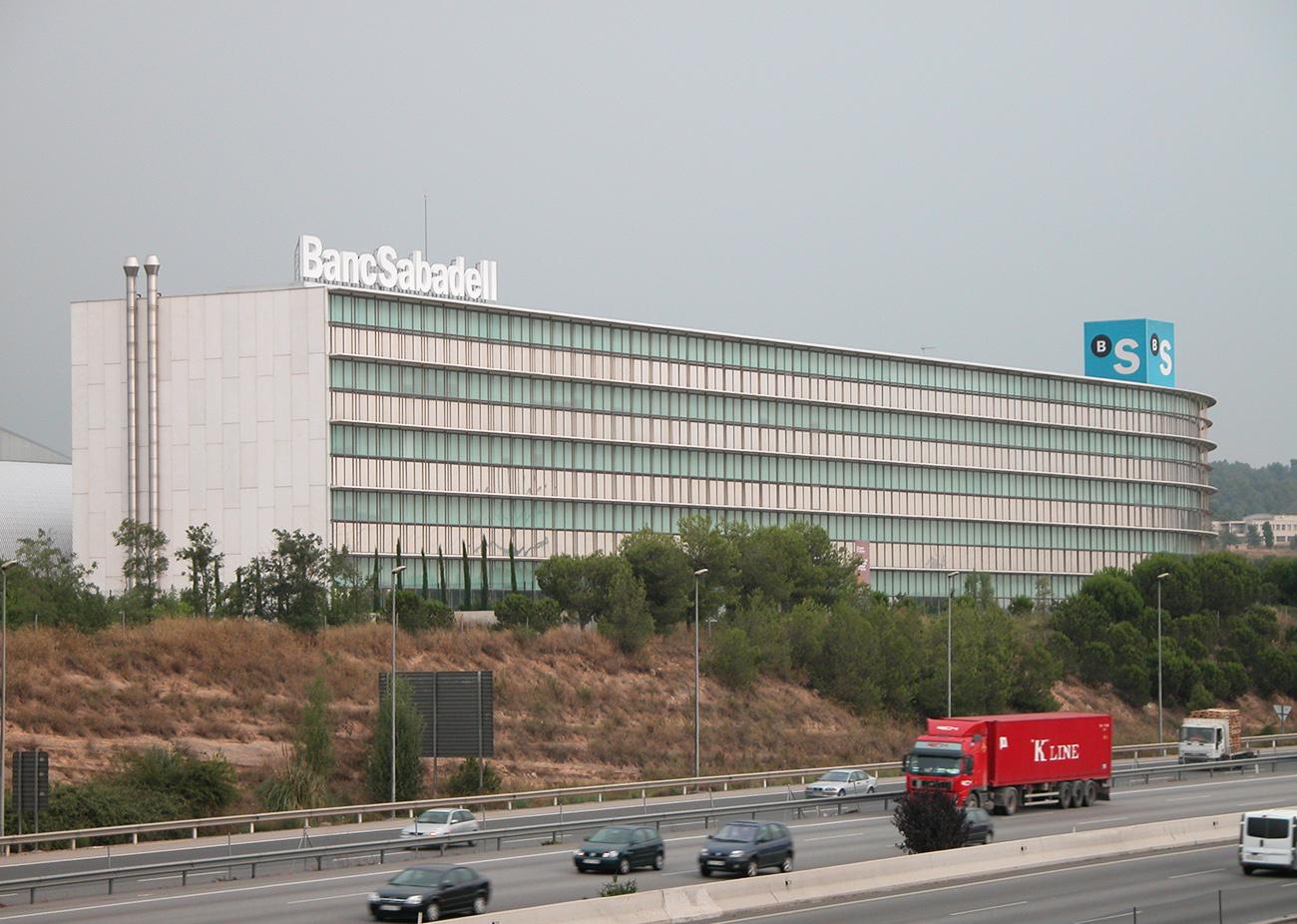 FACUA logra que el Sabadell deje de reclamar un préstamo para un servicio estético que dañó a una usuaria