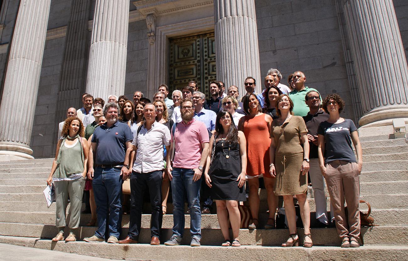 34 organizaciones ciudadanas firman un manifiesto en defensa del autoconsumo eléctrico