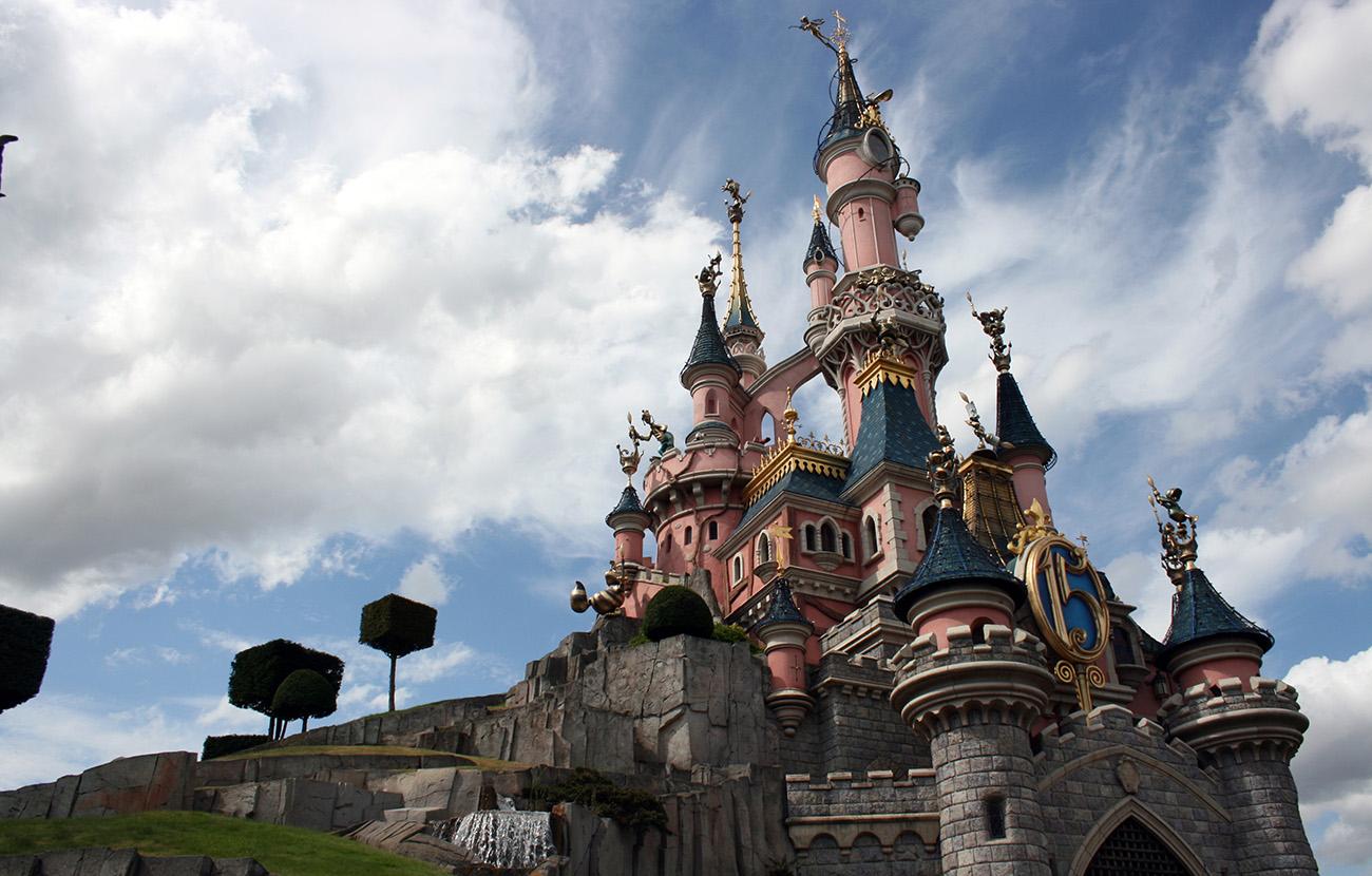 Bruselas investiga a Disneyland Paris por ofrecer precios en función del país de procedencia