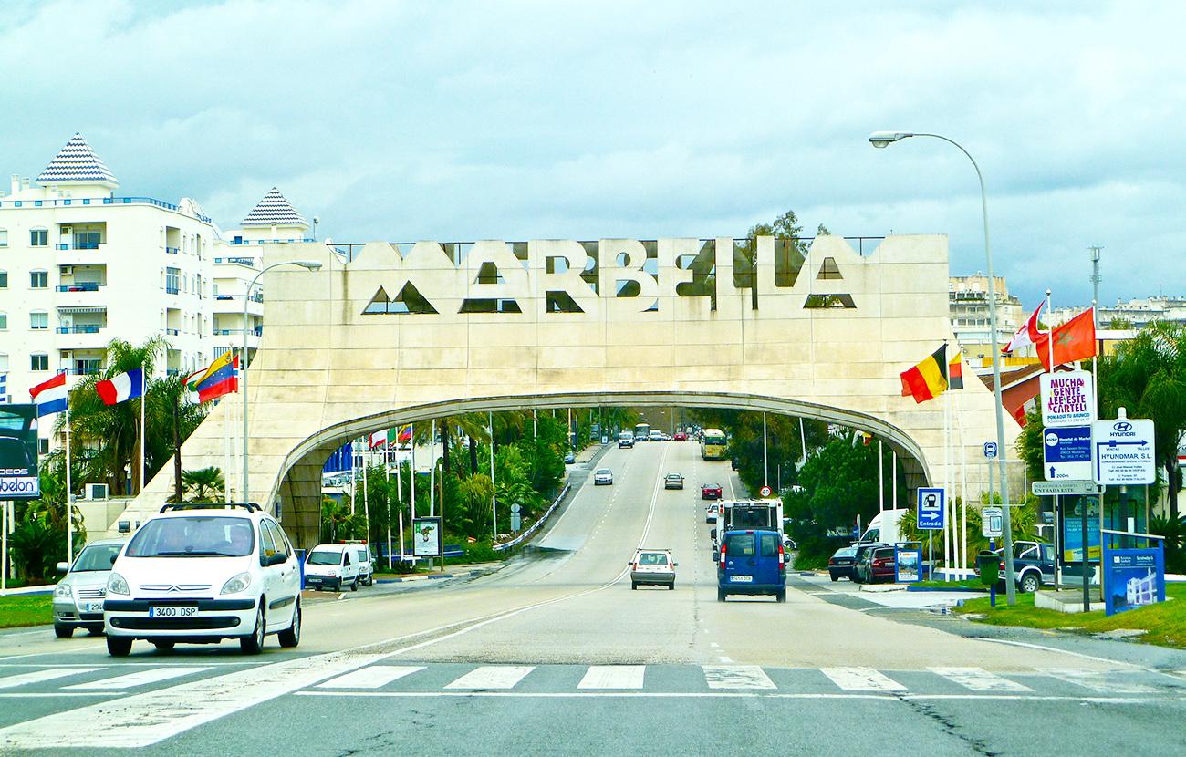 Detenidas cinco personas por estafar a trav�s de Internet con el alquiler de villas de lujo en Marbella