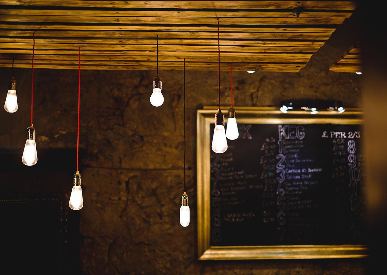 Las eléctricas recortan el plazo para pagar las facturas de la luz y penalizar los retrasos
