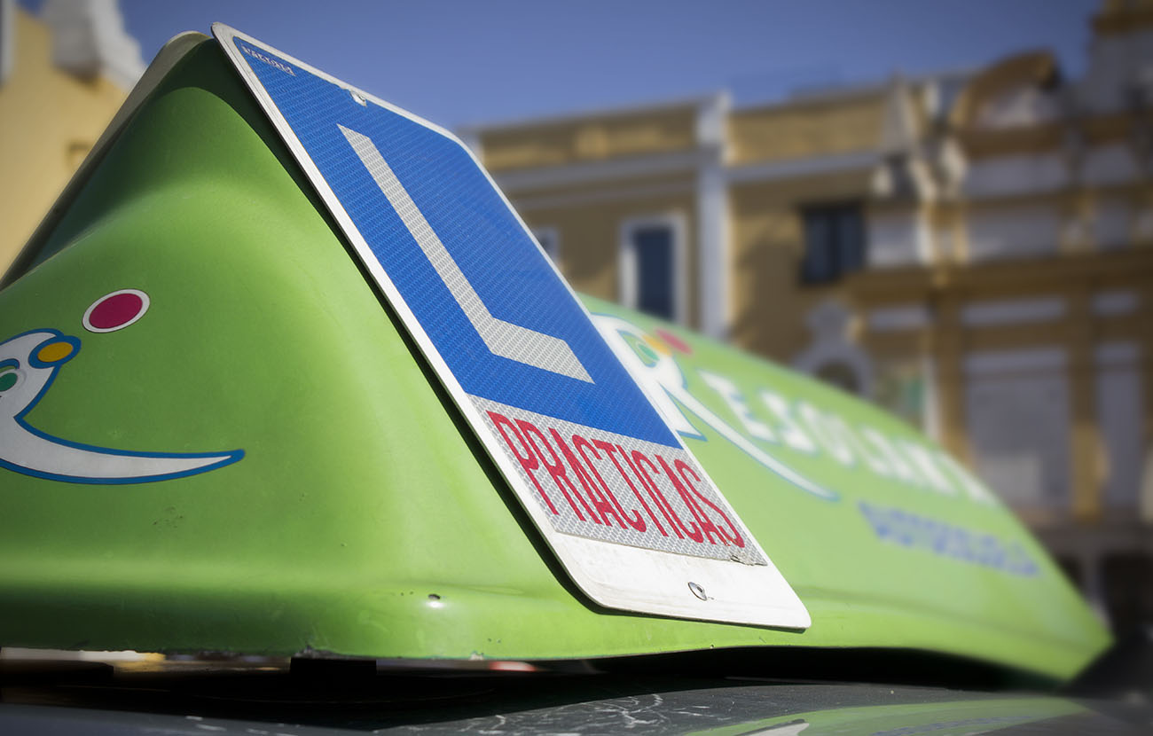 Aprobar el carné de conducir B a la primera cuesta una media de 692 euros, según un estudio de FACUA