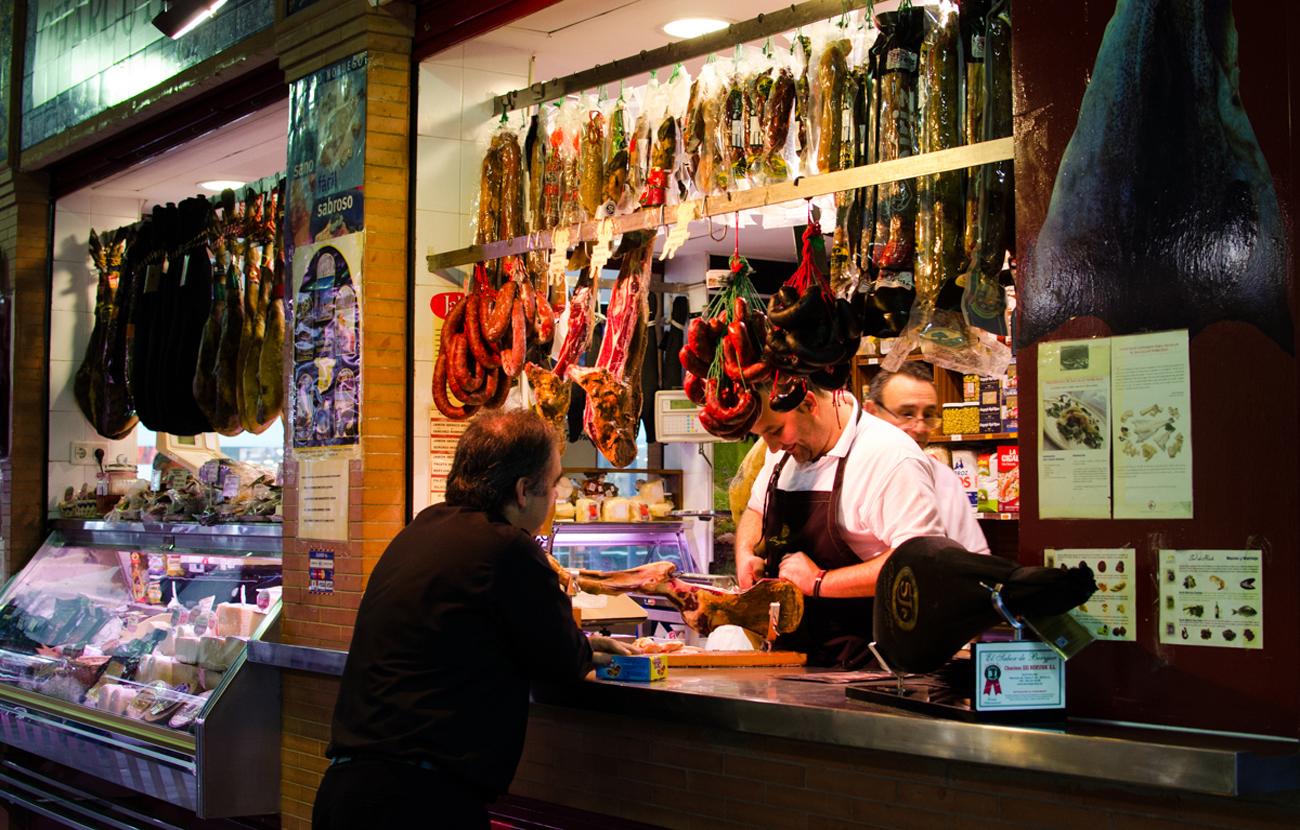 FACUA Sevilla da respuesta a las principales cuestiones de los consumidores sobre los mercados de abastos