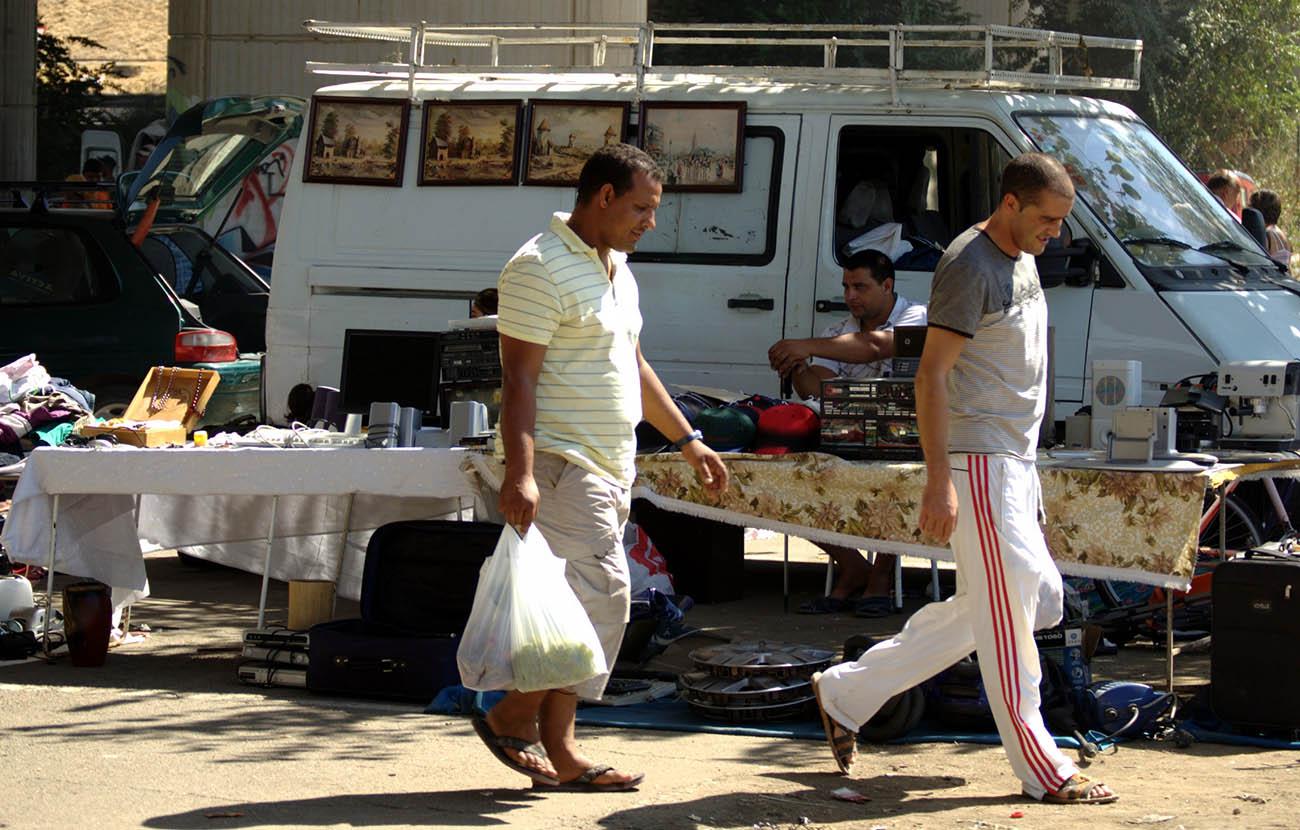 FACUA Sevilla asesora a los consumidores sobre el comercio ambulante en el marco de una campaña