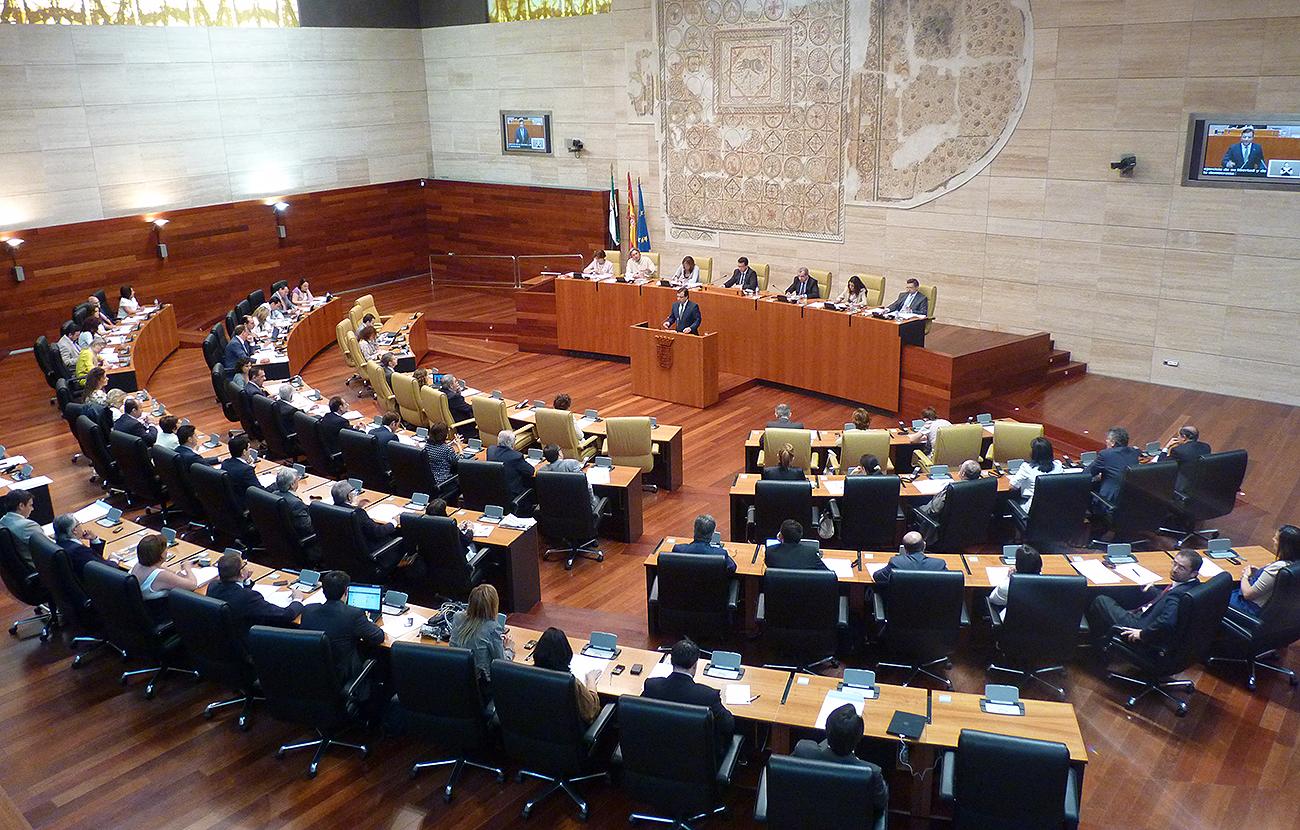 La Asamblea de Extremadura aprueba una resoluci�n con las demandas de FACUA de eliminar el canon del agua