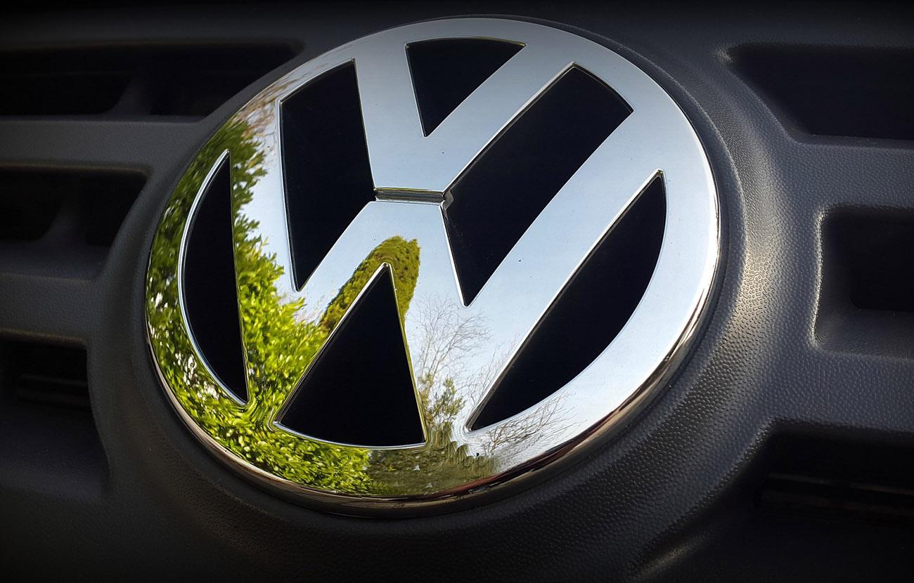 Bruselas amplía hasta final de año el plazo de Volkswagen para aclarar el caso del CO2