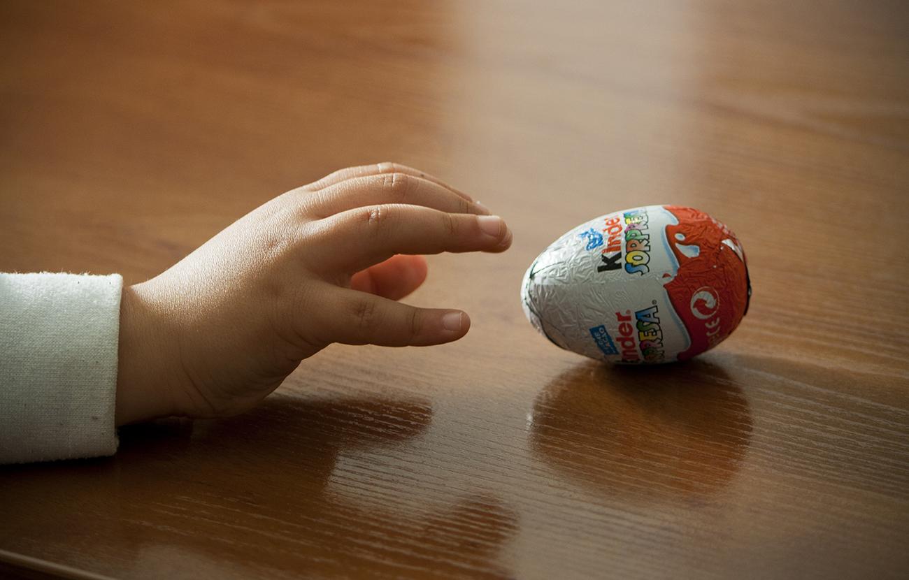 Una menor fallece ahogada en Francia tras tragarse el juguete del interior de un huevo Kinder