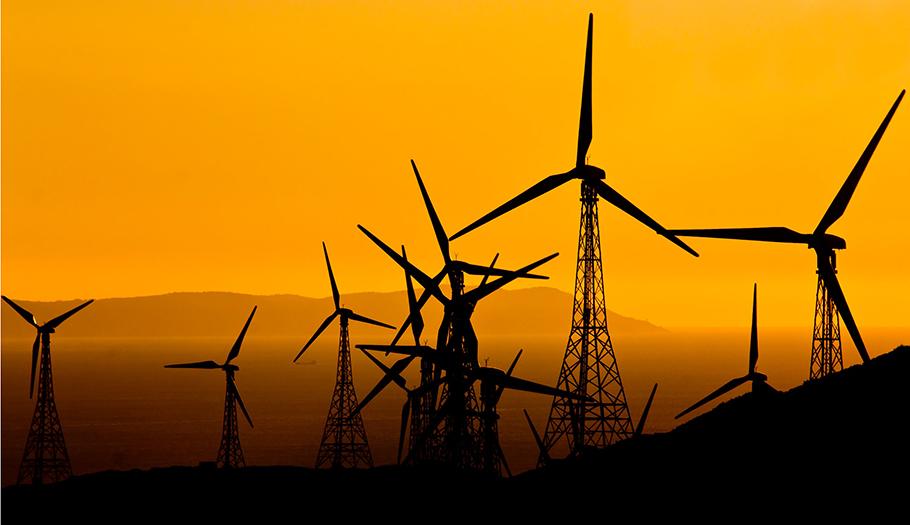 FACUA denuncia que el hachazo en renovables fue un montaje que beneficia a las grandes energéticas