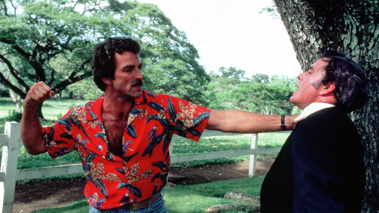 Tom Selleck en la serie de televisión Magnum. | Imagen: CBS.